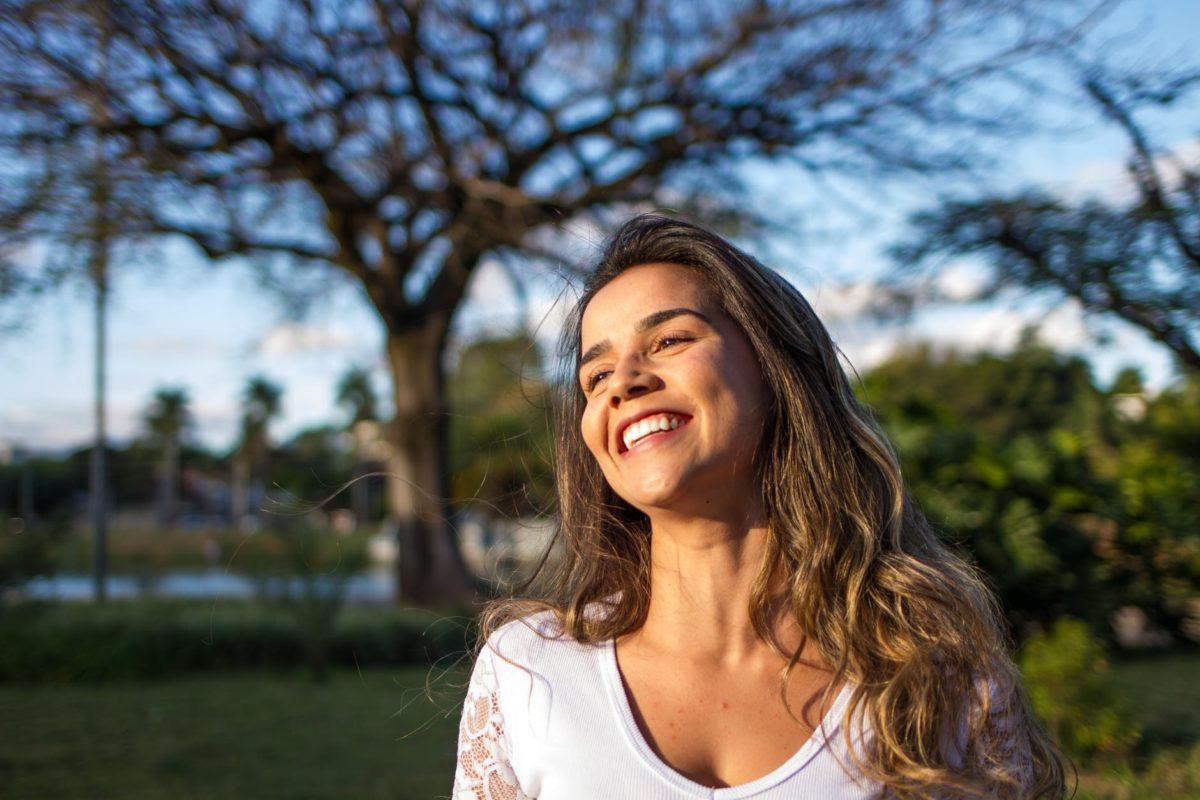 woman-laughing-1200x800.jpeg